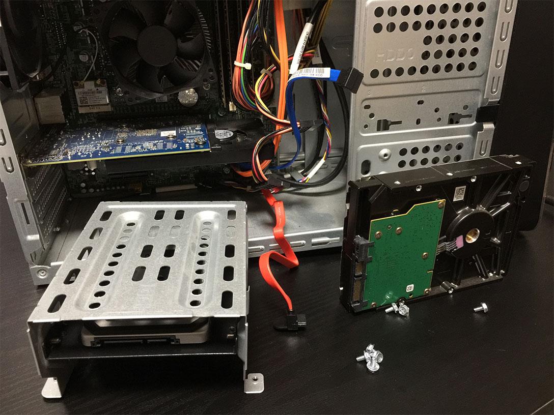 シャドウベイとHDDを取り外した状態