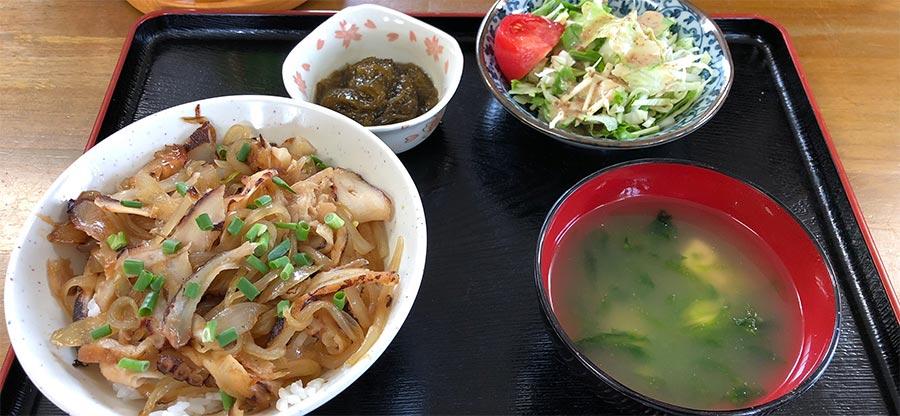 大神島名物の「カーキダコ丼」