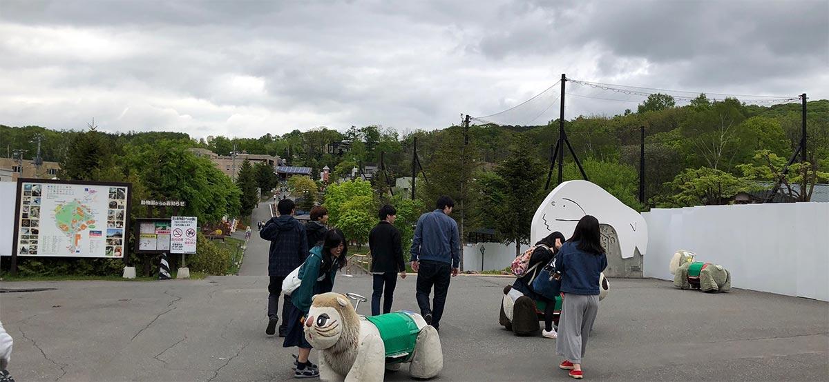 旭山動物園入り口入ってすぐの写真