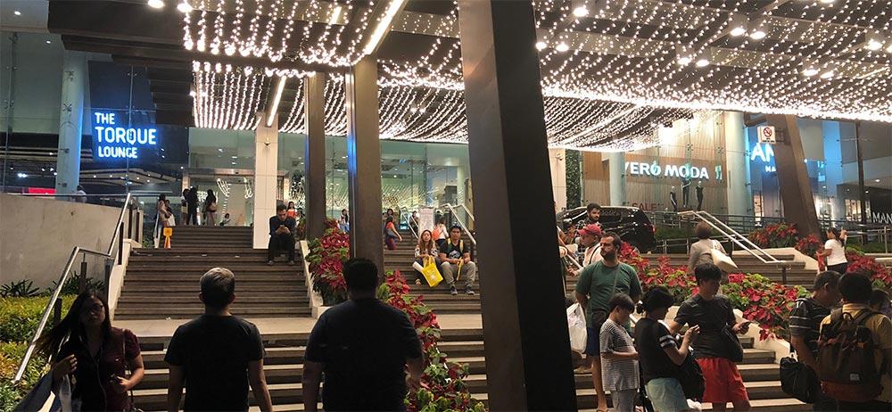アヤラセンターの入口の写真02